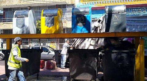 Desde hace dos años, trabajadores recolectan toda la basura de los puntos limpios de Zona Centro yMexicaltzingo, a pesar de la clasificación de basura.