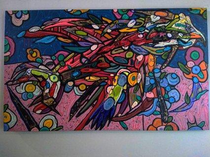 Obra intervenida por Sadek Reynolds, realizada con papel reciclado