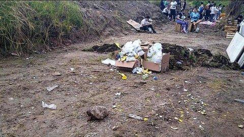 Basura olvidada por parte de los participantes de la Carrera río Blanco-San Esteban.